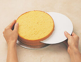 How to Level & Tort a Cake