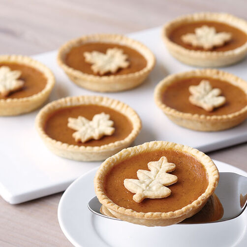 Leaf-Topped Mini Pumpkin Pies | Wilton