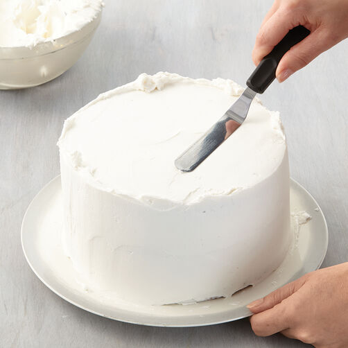 How to Ice a Cake with a Spatula