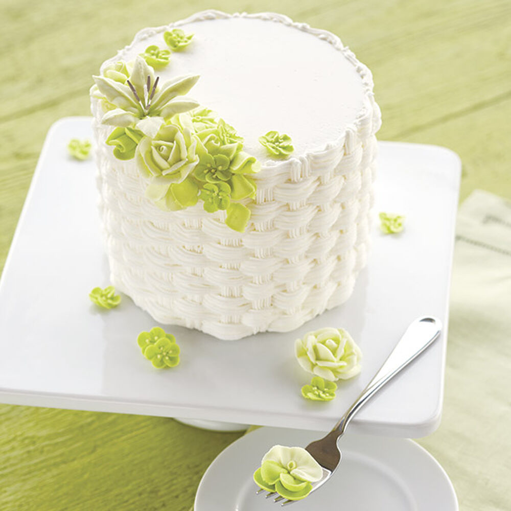 How To Basket Weave Buttercream : Floral basketweave cake wilton