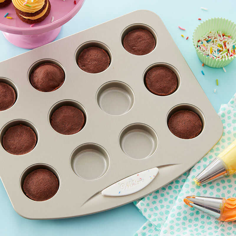 Daily Delights Non-Stick Mini Round Pan, 12-Cavity image number 4