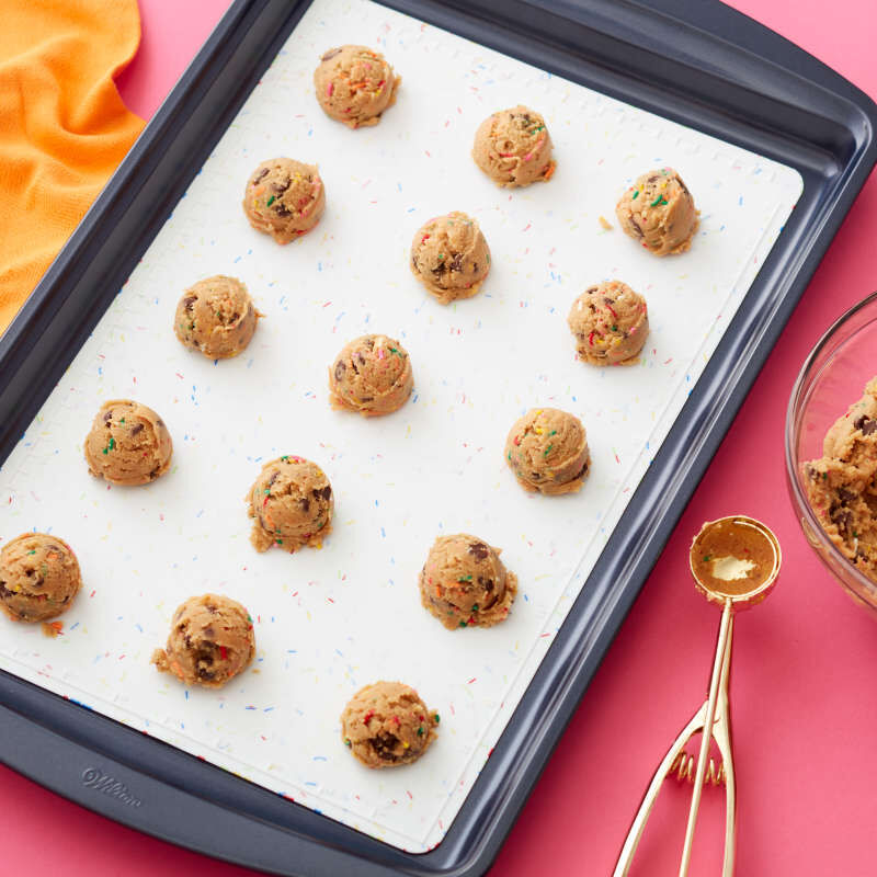 Daily Delights Prep & Bake Non-Stick Silicone Baking Mat, 10.2 x 16 Inches image number 3