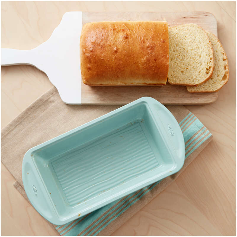 Texturra Performance Non-Stick Bakeware Loaf Pan, 9 x 5-Inch image number 4