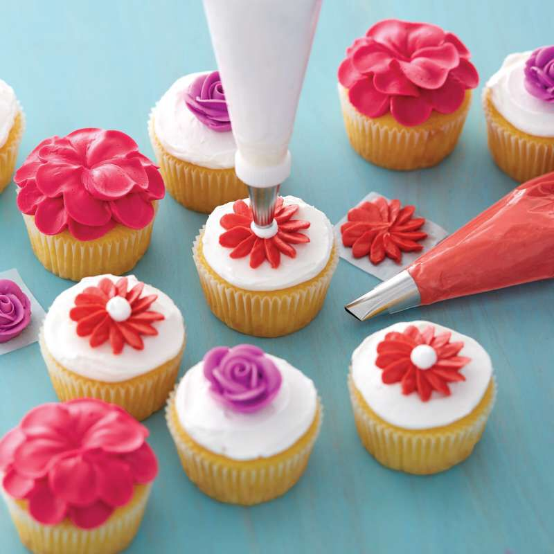 Piping Flowers on Cupcakes image number 5