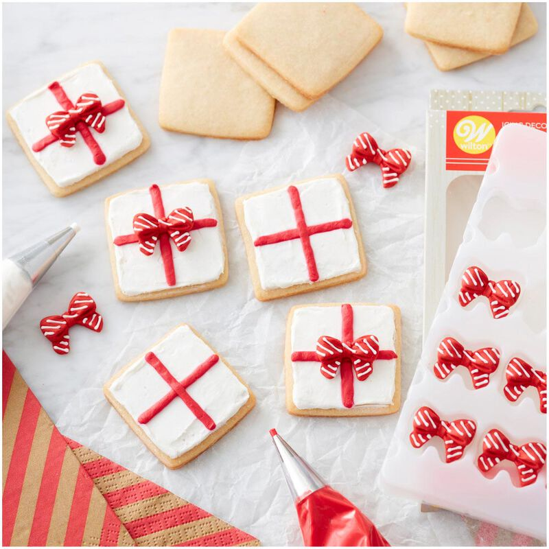 Red and White Christmas Bow Icing Decorations, 0.63 oz image number 3