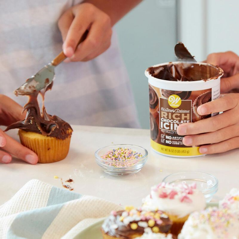 Naturally Flavored Rich Chocolate Icing, 16 oz. image number 3