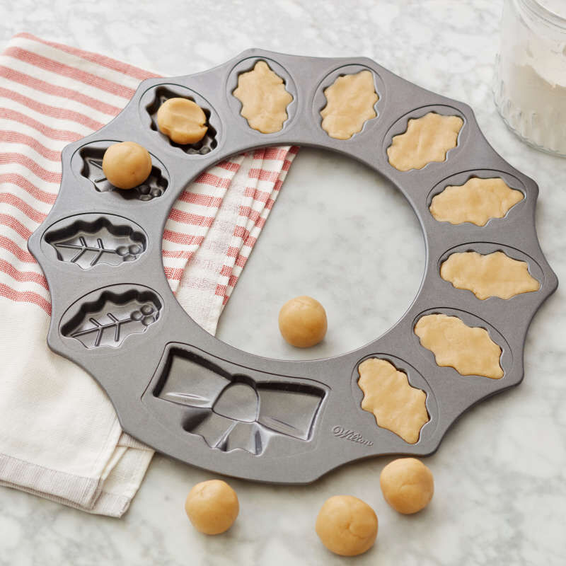 Non-Stick Holly Wreath Shaped Cookie Pan, 12-Cavity image number 3