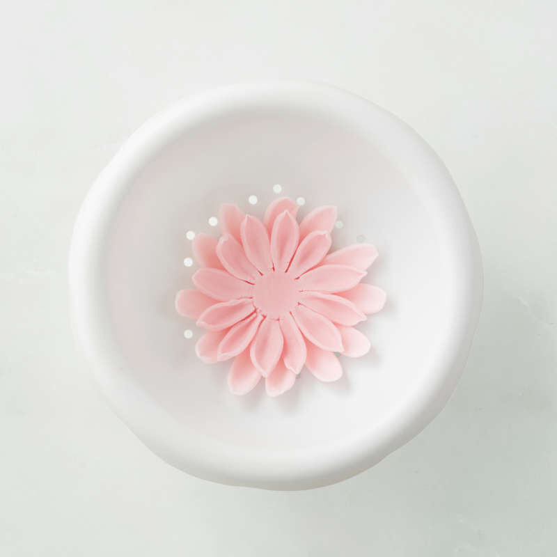 Flower Shaping Bowl in Use image number 3