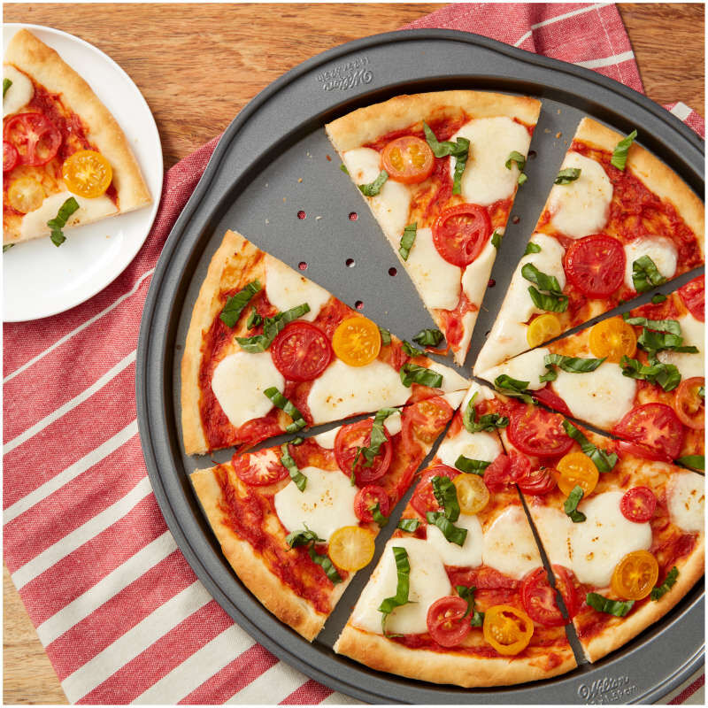 Perfect Results Non-Stick Pizza Crisper Pan, 14-Inch Pizza Pan image number 3