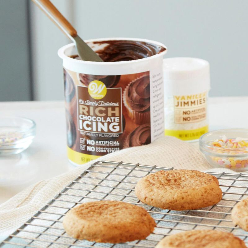 Naturally Flavored Rich Chocolate Icing, 16 oz. image number 2