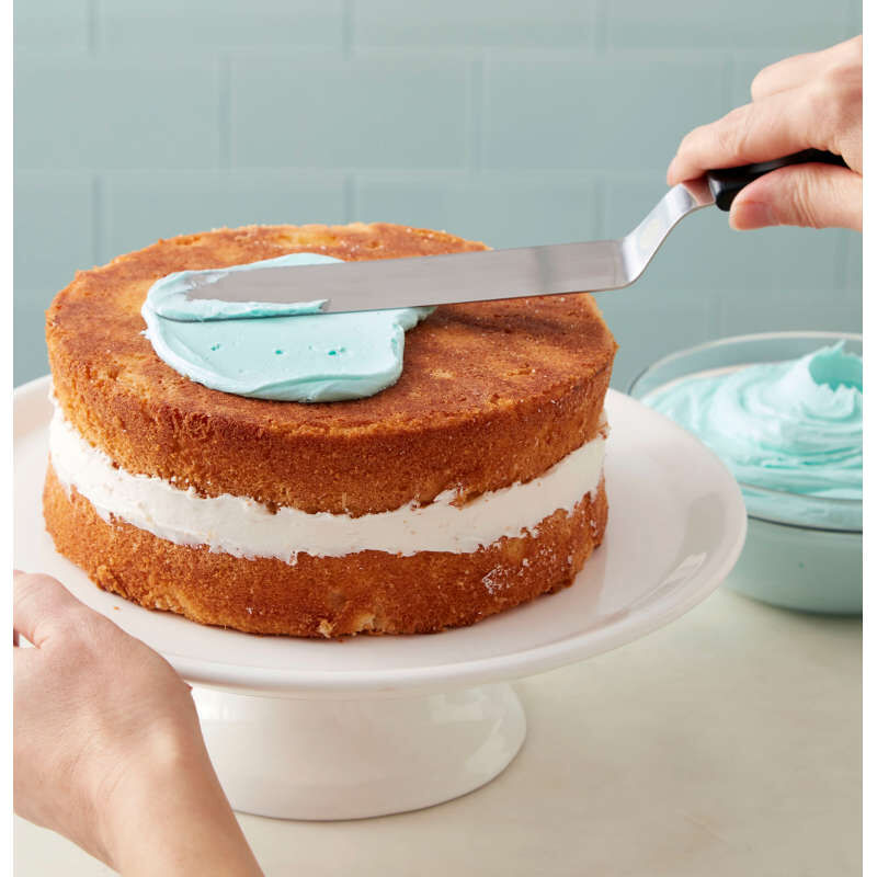 13 Inch Angled Spatula Icing a Cake image number 1