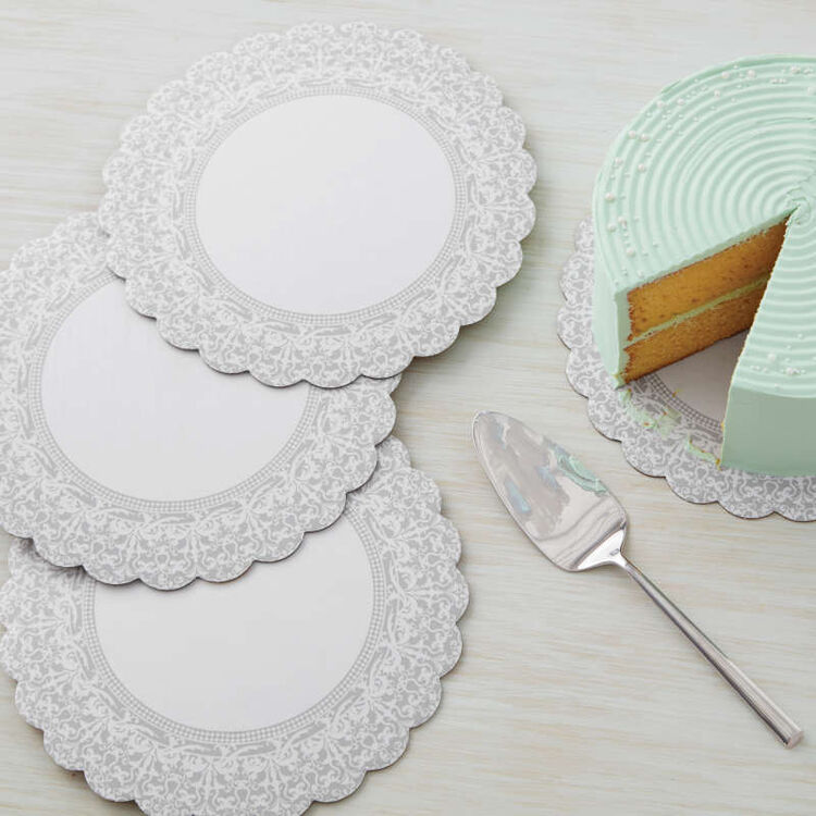 Scalloped Lace Cake Circles in Use