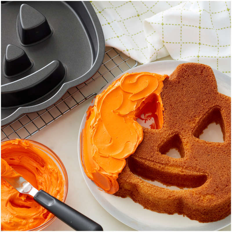 Jack-O-Lantern Shaped Cake Pan image number 3