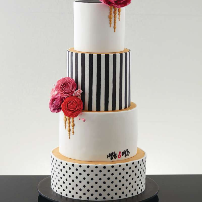 Black, White and Gold Wedding Cake image number 4