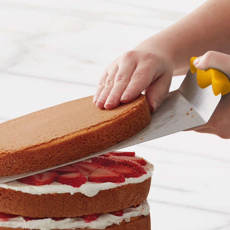 Using Cake Lifter to Stack Cake