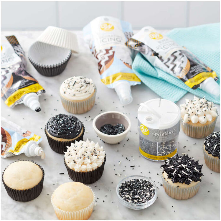 Black Icing Pouch with Tips, 8 oz.