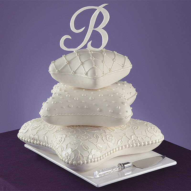 Pillows to Dream On Cake image number 0