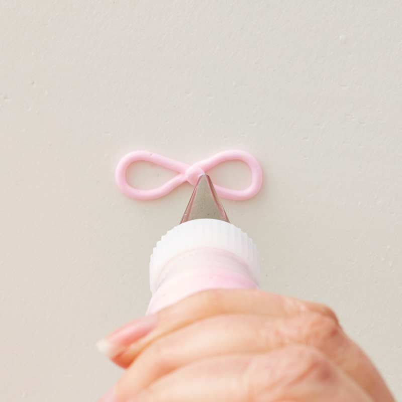 how to pipe a buttercream bow image number 3