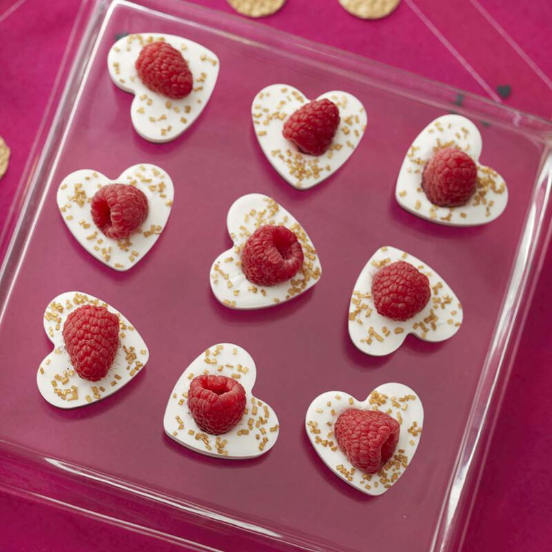 Blinged Candy Melts Candy Heart Bites image number 0