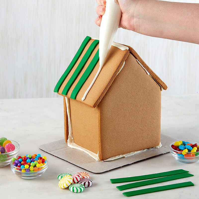 How to Attach Candy to a Gingerbread House image number 1