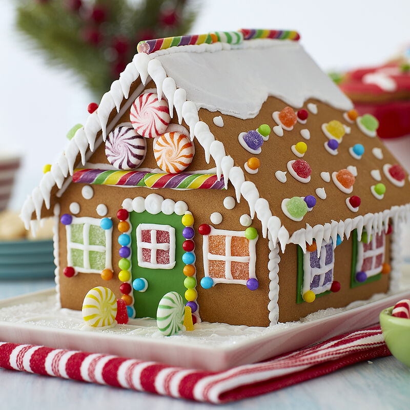 How to Attach Candy to a Gingerbread House image number 4