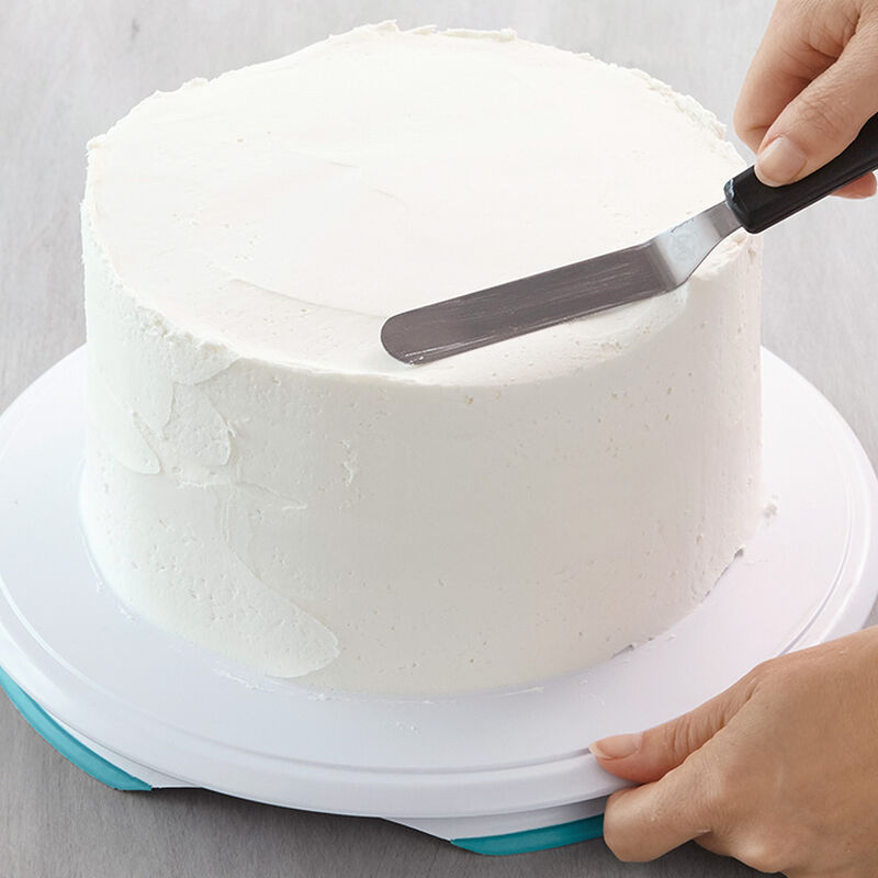How to Ice a Cake Using a Spatula