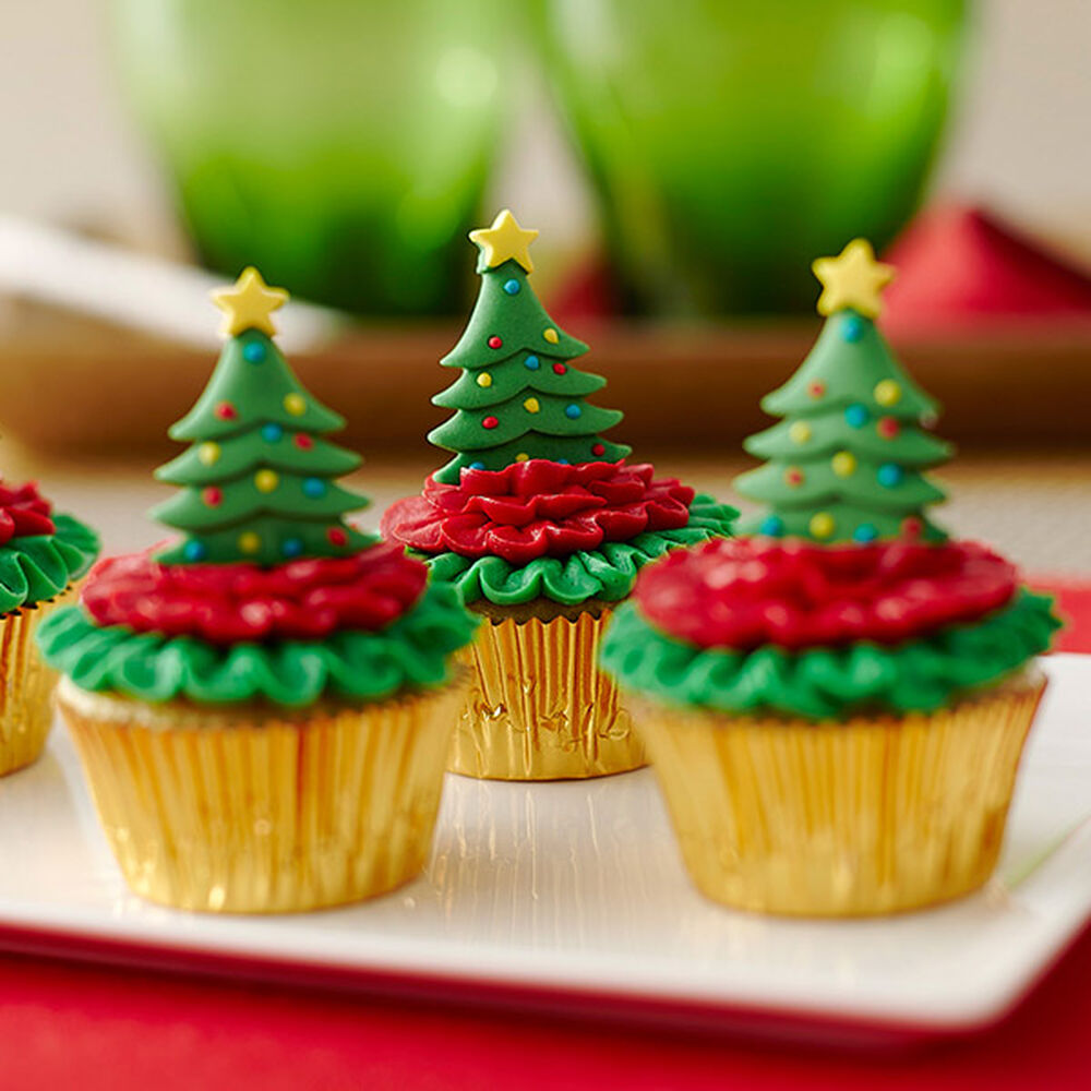 Mini Cupcakes Topped With Christmas Trees Wilton