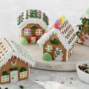 Holiday Fun Small Classic Gingerbread Cottage