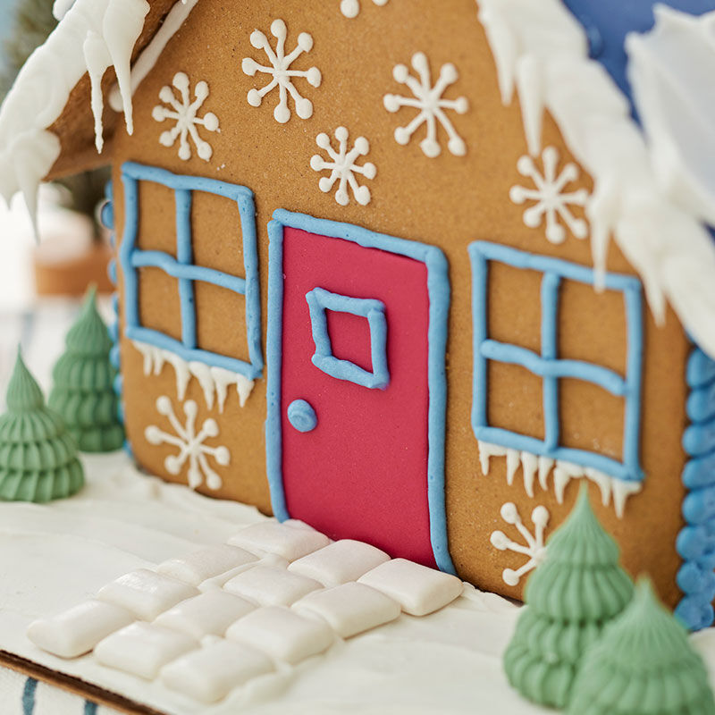 How to Make a Fondant Gingerbread House Door image number 0