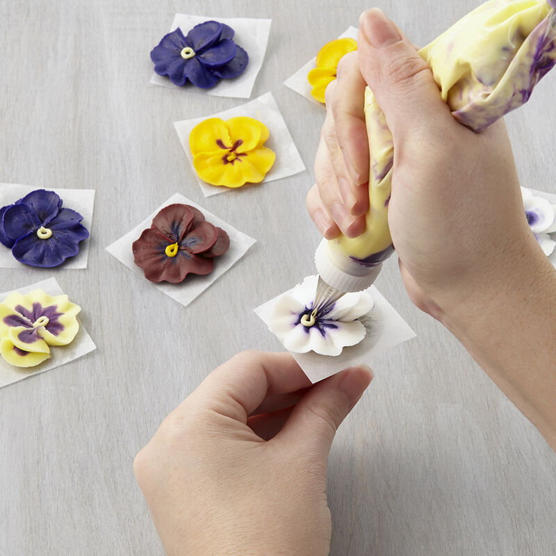 How to Pipe a Buttercream Pansy image number 0