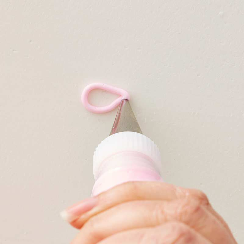 how to pipe a buttercream bow image number 1