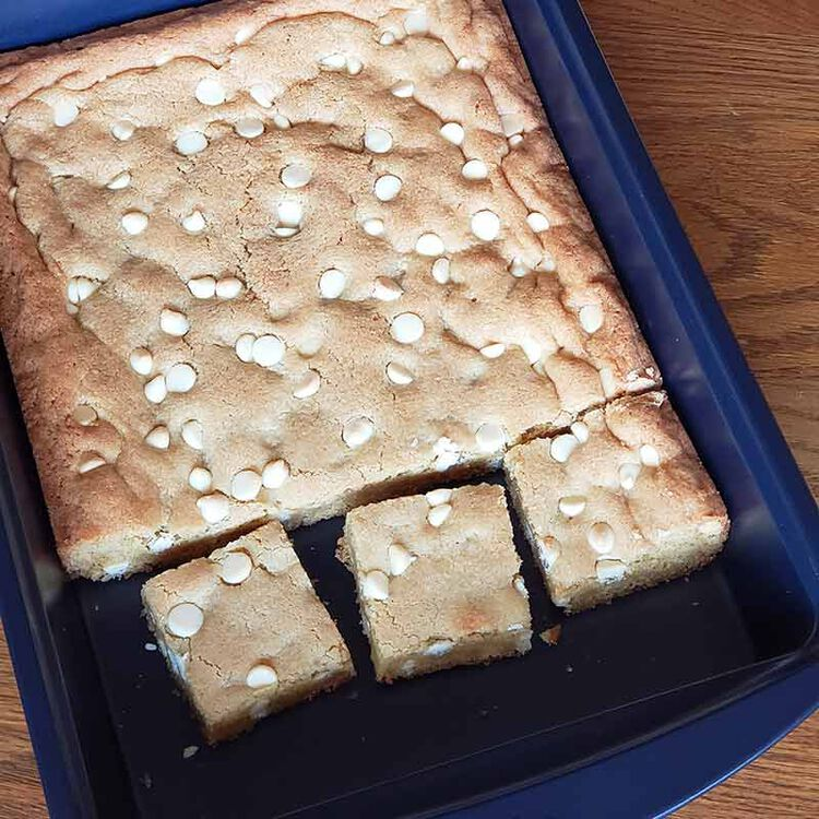 white chocolate chip blondies cut into squares