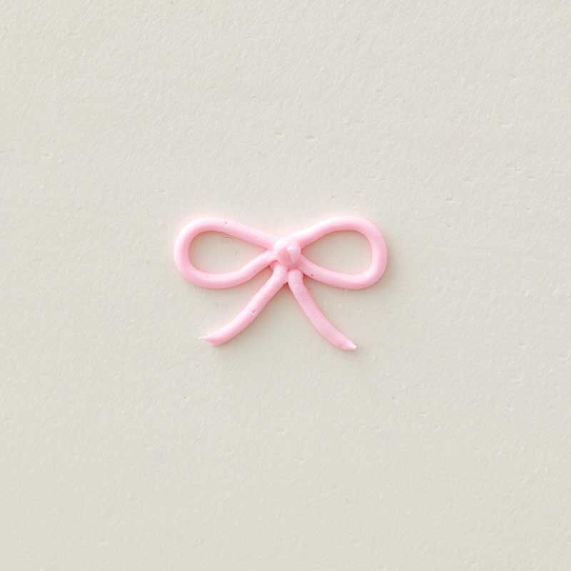 how to pipe a buttercream bow image number 0