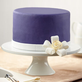 Flower-Knotted Bow Cake