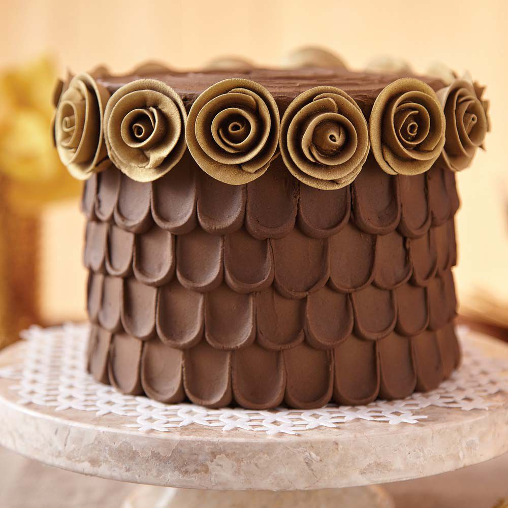 Cake with chocolate icing: recipes for cooking and decoration