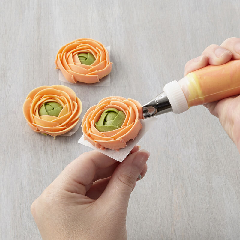 How to Pipe a Ranunculus image number 0
