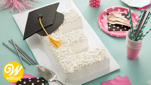 How to Make an Elegant Monogrammed Graduation Cake
