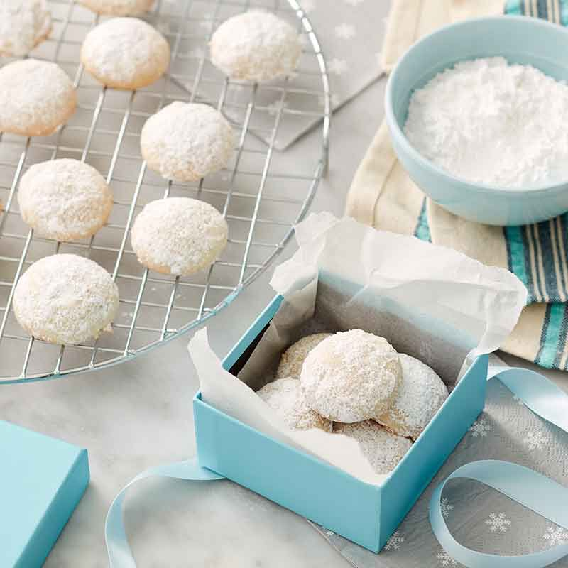 almond snowball cookies image number 0
