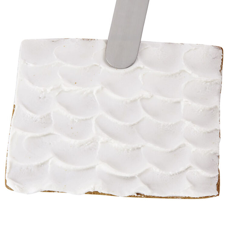 How to Ice a Scalloped Gingerbread House Roof