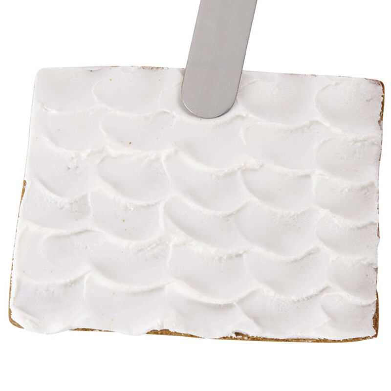 How to Ice a Scalloped Gingerbread House Roof image number 0