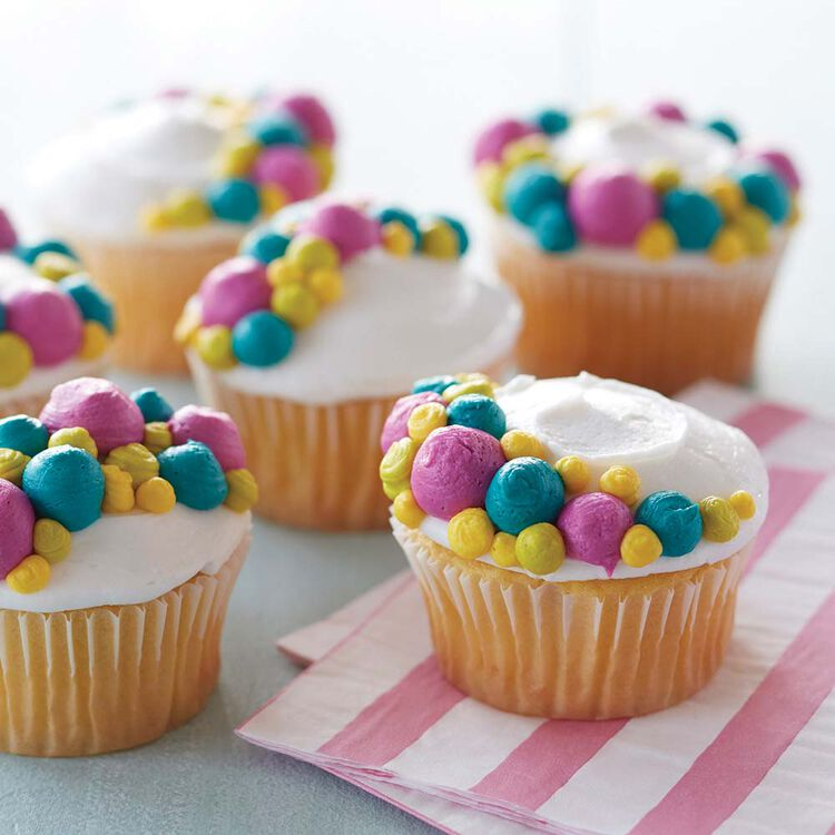 Pipe Dots on Cupcakes