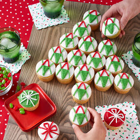 Christmas Tree Pull Apart Cupcakes - Holiday Cupcakes