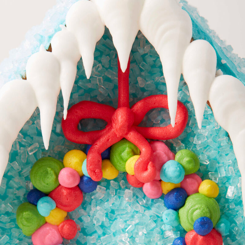 How to Pipe Icicles on a Gingerbread House image number 1