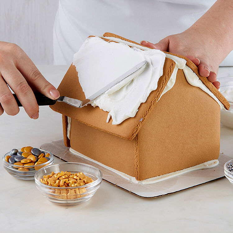 How to Ice a Smooth Gingerbread Roof