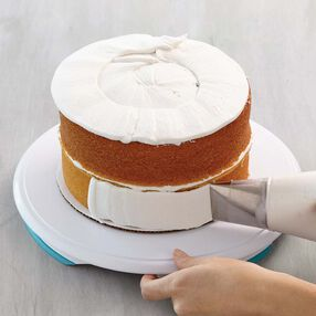 How to Ice a Cake with Tip #789 - How to Frost a Cake