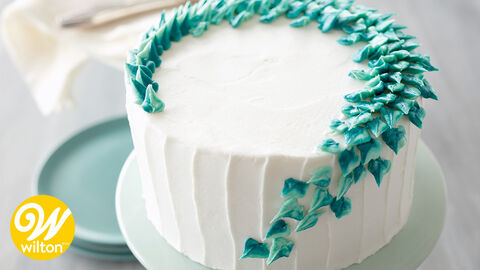 How to Pipe Icing Leaves