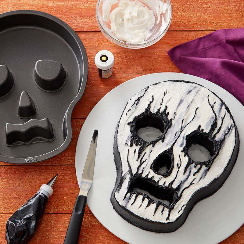 Skull-shaped cake with white and black buttercream frosting image number 1