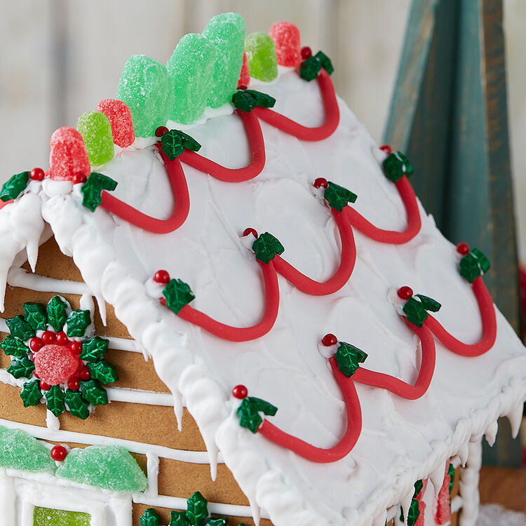 How to Make String Garland on a Gingerbread House