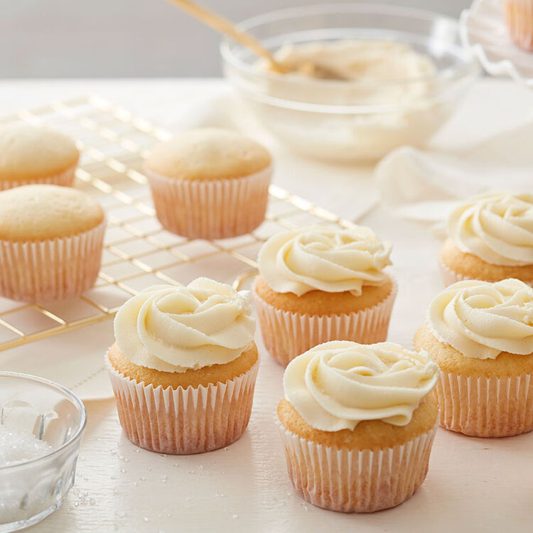 White Chocolate Buttercream Frosting on Vanilla Cupcakes
