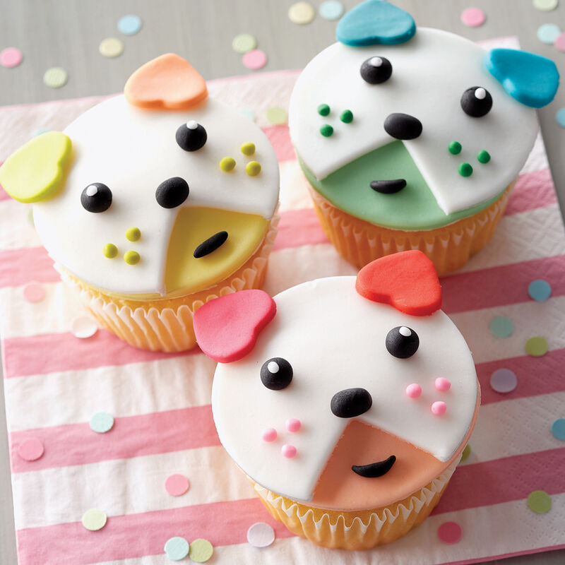 Beary Cute Fondant Cupcakes image number 0
